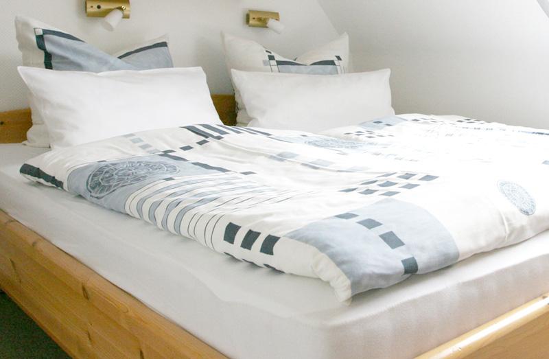 gem tliches schlafzimmer. Black Bedroom Furniture Sets. Home Design Ideas